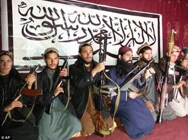 image77 Foto   Depravados pistoleros talibanes que masacraron a 132 niños inocentes