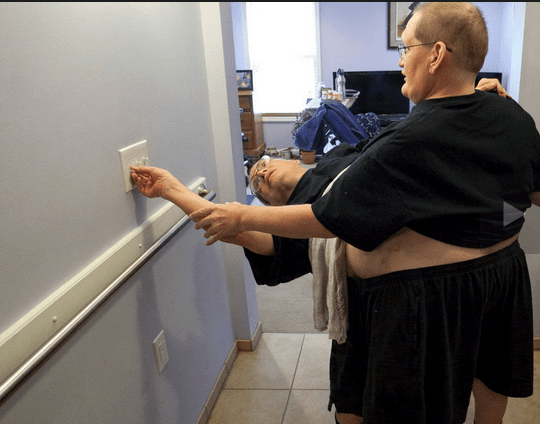 twins Siameses celebran sus 63 años unidos por la cintura