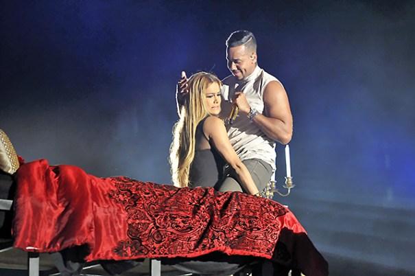 unnamed7 Fotos   Presentadora dominicana rechaza beso a Romeo