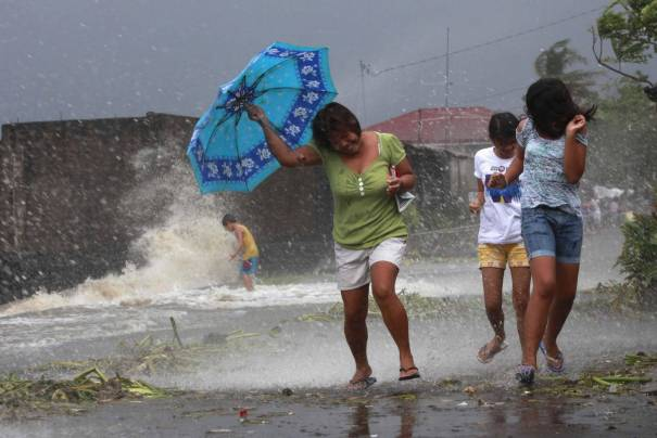 w1 s1 philtyphoon a 20131110 e1383969346991 Millones de evacuados en Filipinas por llegada de tifón