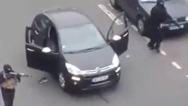 image24 Primeras imágenes del ataque contra sede de una revista satírica en París