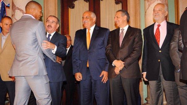 rd1 Mas fotos del presidente chillin con Gigantes del Cibao SFM