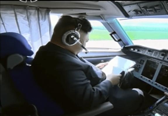 ung El líder Norcoreano dique piloteando avión