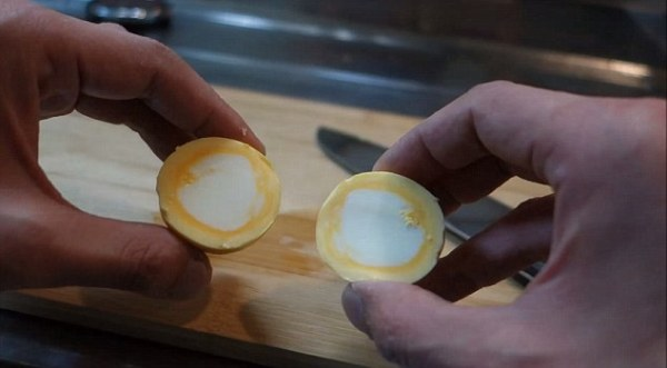 egg Video   Como sancochar un huevo al revés