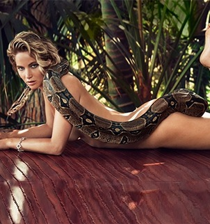 image10 Jennifer Lawrence posa encuera con una boa para Vanity Fair