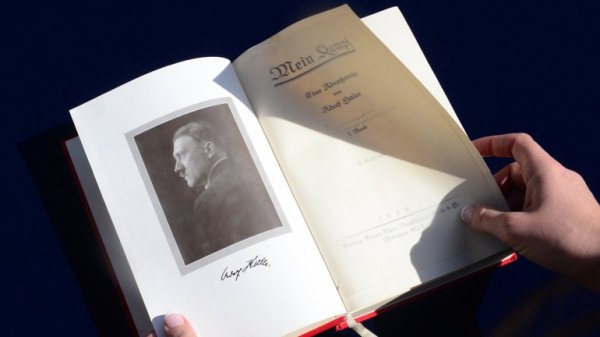 0010739429 Venden una primera edición del libro de Hitler