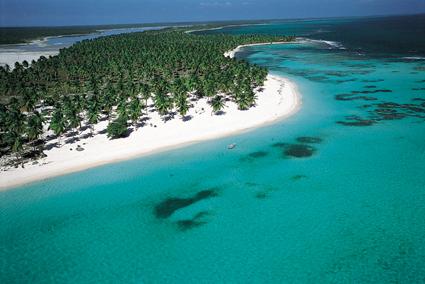 aerial saona1 Isla Saona es fuente de empleo para cientos de personas