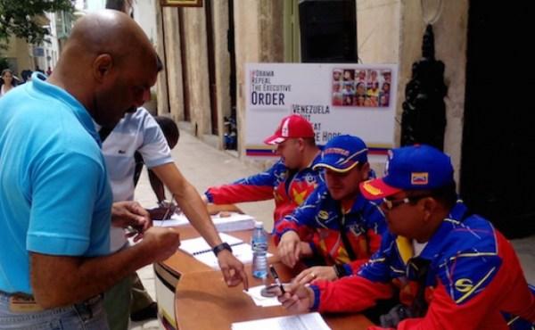 firmas 01 Maduro ahora busca firmas en Cuba contra Obama