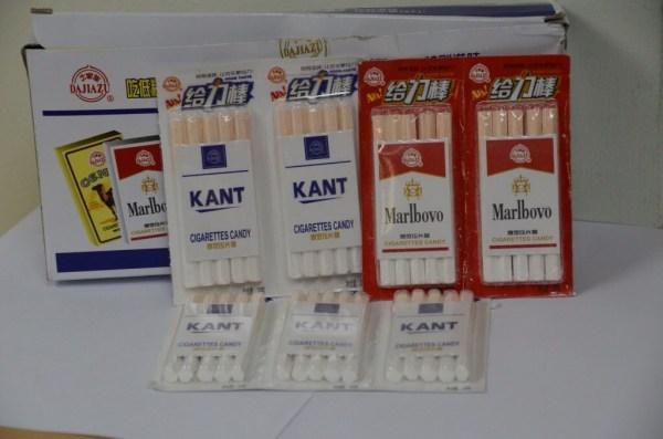 image198 Venden dulces a chamaquitos que incitan a fumar