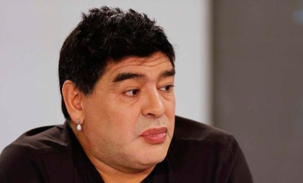 image3 Imagen de Maradona con labios pintados causa revuelo