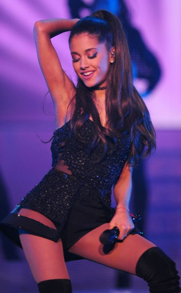 rs_634x1024-150304085803-634.Ariana-Grande-JR-3415