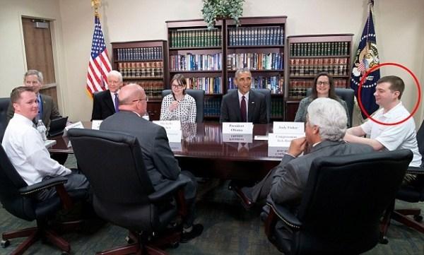 image111 Tipo con poloshirt arrugado se asombra al reunirse con Obama