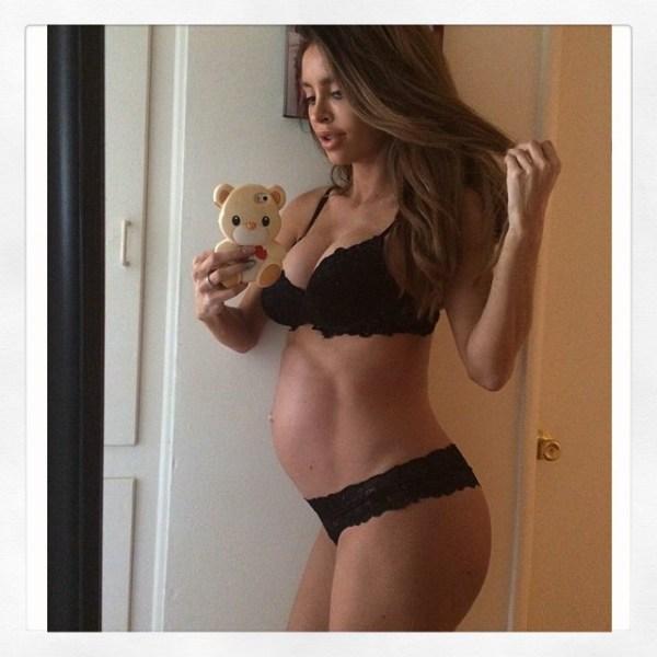 image253 La modelo que se ufanaba de no tener panza en su embarazo dio a luz