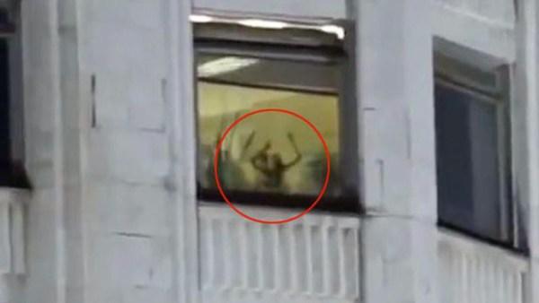 image500 Video   Captan pareja dando etilla en Parlemento ruso