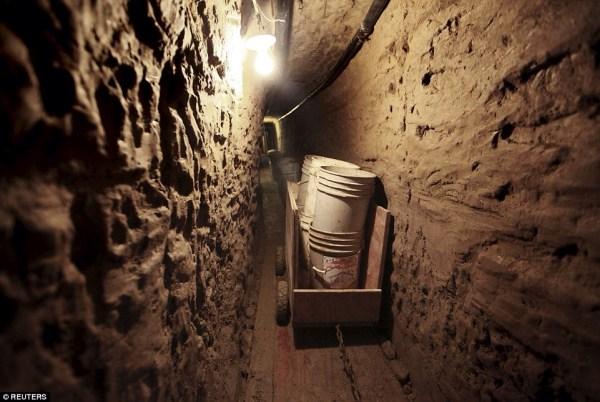 image84 México: Descubren túnel secreto hacia EEUU en un armario