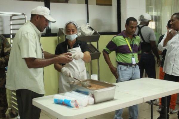 img 6919 Comedores económicos sirven habichuelas con dulce gratis