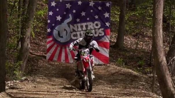 image15 Video   Triple giro hacia atrás en motocicleta