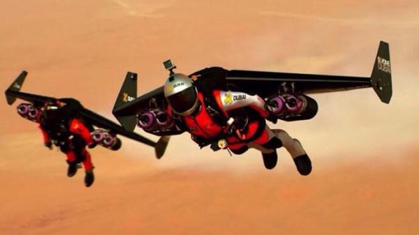 image238 Vídeos   Dos tipos que les jiede la vida con jetpacks sobre Dubai