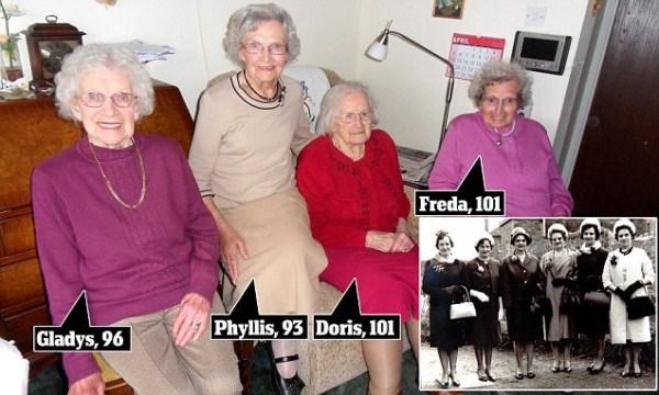 image339 Las hermanas con una edad combinada de 391 años