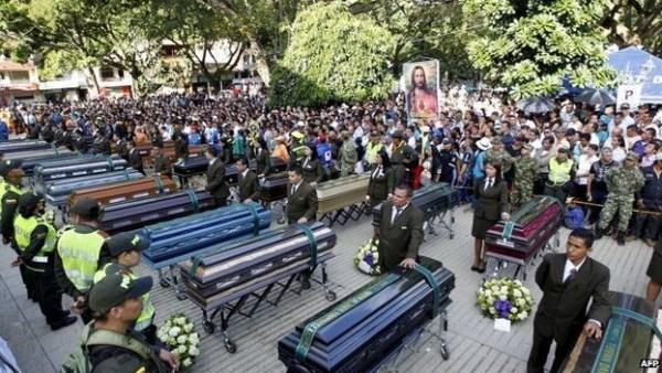 image535 Funeral colectivo de víctimas de derrumbe en Colombia