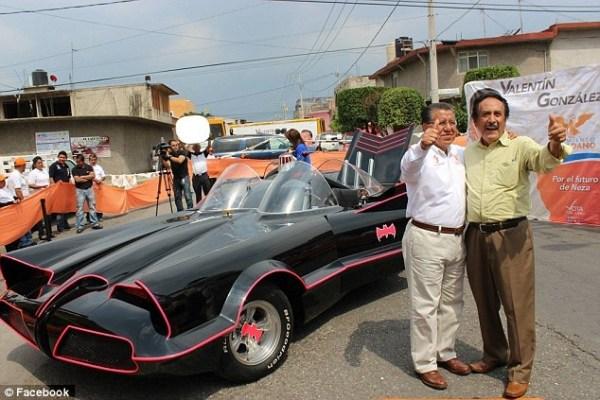 image622 Fokiuse mexicano hace campaña en Batimóvil