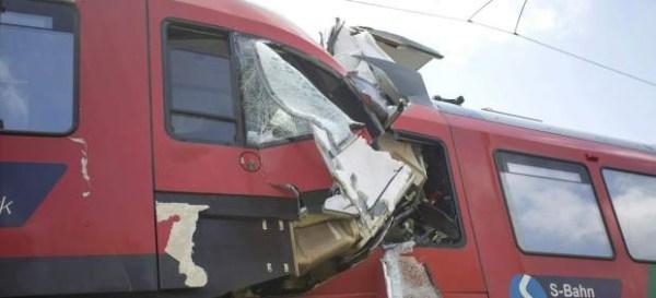 image71 Choque de trenes de pasajeros en Austria