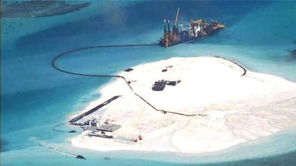 islas China construyendo islas a do mano. Mira el porque