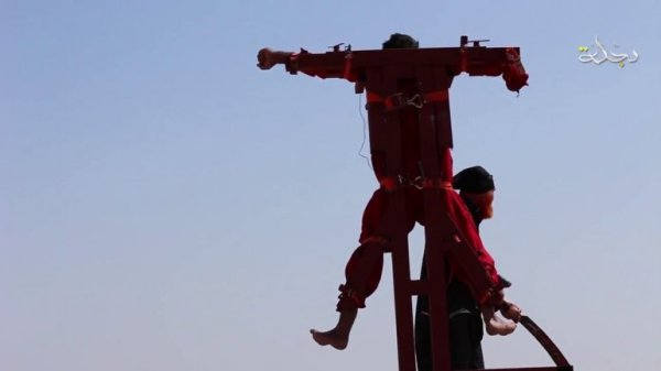0012833675 Video: Decapitación y crucifixión en el ISIS