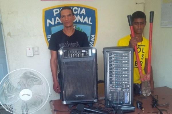 470fbbe0b14af1ce43b46b9e143f186a 620x412 Agarran a dos y recuperan lo robado en iglesia de Santiago
