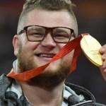 pawel fajdek Campeón mundial paga concho con medalla de oro