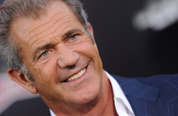 mel gibson Retiran cargos de violencia contra Mel Gibson