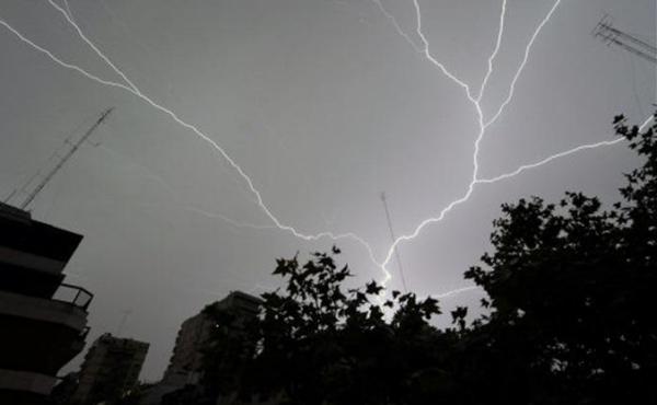 rayo la caleta Erdiache! Un rayo hiere a tres personas en La Caleta