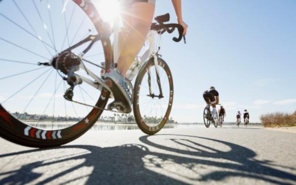 atracan-ciclistas-en-plena-practica-queseto