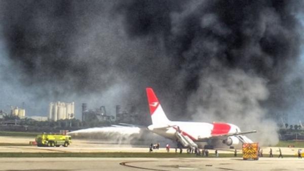 avion-se-incendia-en-aeropuerto-de-miami