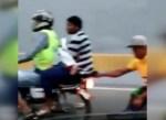 motorista tunel VIDEO – Motorista en túnel remolcando hombre en silla de ruedas [Queseto!]