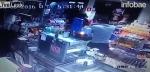 Intentó robarle, pero era policía...