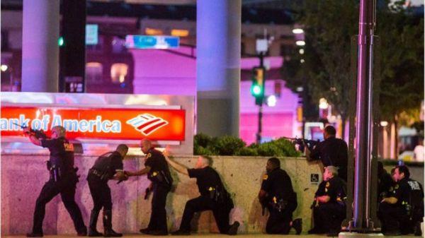 policias dallas FRANCOTIRADORES MATAN 5 POLICÍAS EN DALLAS (IMAGENES)