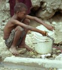 agua1 Se escasea el agua potable en Haití