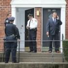 cop Policia se pega 2 balazos dizque tratando de evitar testificar en corte