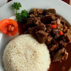 chivo Comida de las 12: Chivo con arroz