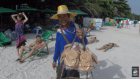 tailandia Video   Dominicano rututeando en una isla de Tailandia
