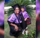 universidad dominicana madre Wepa! Dominicana termina su carrera asisitiendo a clases con su hija