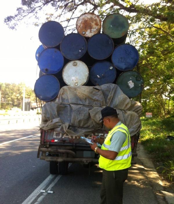 camion-barricas