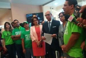 """libro verde RD: Comisión recibe las firmas del """"Libro Verde"""""""