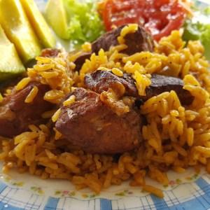 comida7 Comida de las 12: Locrio de cerdo y ensalada
