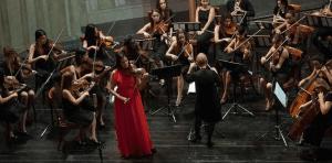 aisha syed Violinista dominicana deslumbra en Cuba