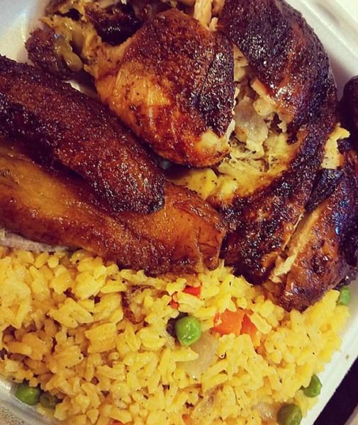 foto de prettylilphd https   www instagram com p boycu40dooh  Comida de las 12: Pollo al carbón, arroz con vegetales y plátano maduro