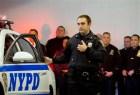 policia nueva york Policía de NY con cámara en uniforme