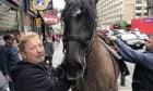 caballo1 Caballo se desacata y arma reperpero en NY
