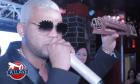 el mayor Video   Cantante urbano recibe premio y se lo da a otro
